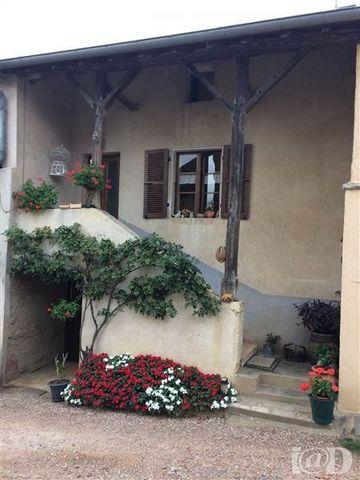 I@D France - Laury DEGAND ... vous propose : A 15 MIN DE MACON, venez découvrir cette maison mâconnaise avec ses 2 dépendances de 81 et 52 m² environ, comprenant:au rez de chaussé, une cave,une buanderie, une chaufferie d'une surface de 31 m² environ...