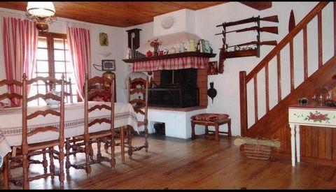 A 10 Km d'Axat. Vend maison de village de 70m² habitables environ avec un garage de 30 m². La maison se compose d' un séjour cuisine de 34m², de deux chambres de 10 et 13m², une salle d'eau. Vous pourrez stationner juste devant la maison sur l'espace...