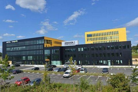 A louer différents plateaux de bureaux. Implantée au cœur d'un site stratégique axé sur le business, LA JONXION est l'emplacement numéro 1, le parc d'innovation Belfort-Montbéliard, se situant face à la gare TGV, à deux pas de l'hôpital médian et pro...