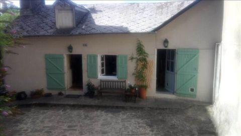Dans centre historique d'Uzerche, maison de plain-pied avec jardin. Pas de travaux à prevoir