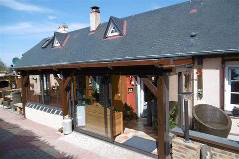 Maison de style longère traditionnelle à vendre à proximité de Saint Romain de Colbosc - 76430 Cette maison, propice à des personnes recherchant le calme et la tranquilité, est composée de : * Une Cuisine/Séjour/Salon de 32m² * 2 Chambres dont 1 en R...