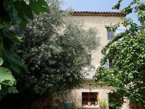 Mandat 87528 à St-Pons de Mauchiens (34230) Maison rénovée avec gout, agréable, avec terrasse et jardin orientés plein sud, au calme. Au coeur du village circulaire, l'habitation cadastrée 106 m² se développe sur 3 niveaux pour une surface 76 m² habi...