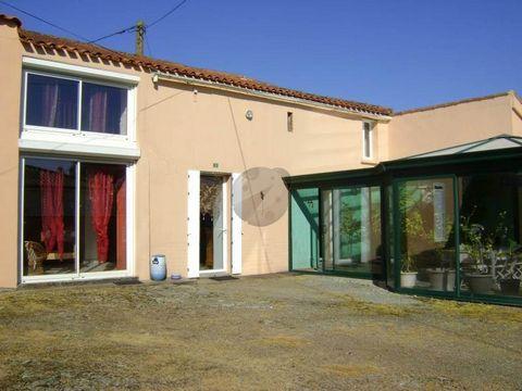 Thorigny, ICOCC vous propose A vendre dans un lieu-dit de Thorigny, maison en pierre entièrement rénovée de 184 m2 habitables comprenant au RDC une grande pièce de vie avec cuisine aménagée équipée et cheminée insert, 2 chambres, salle de bains avec ...