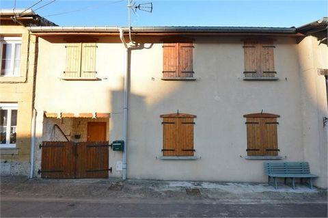 Proche Belgique et Luxembourg ! Idéal grande famille ou locatif, maison composé de deux appartements, en rez de chaussé un F3 de 65 m² habitables avec terrasse et jardin, à l'étage un appartement de type F5 (trois chambres) !Très bien situé, village ...