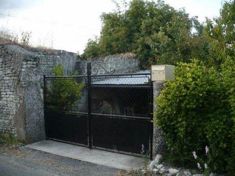 MV 4232 - PRINCAY - BAISSE DE PRIX maison rénovée située dans un hameau, offrant 2 chb, cuisine am. salonsej.avec cheminée, cour et jardin de 650 m² environ. DPE F -Honoraires 6,12% inclus. Valérie GIRARD Tél ...