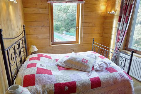 Somptueuse demeure avec piscine intérieure, sauna et entrée privée sur la rivière Amblève. Cette grande demeure est idéale pour passer des vacances en famille. La maison est située dans un cadre paisible à proximité de voies ferrées peu fréquentées. ...