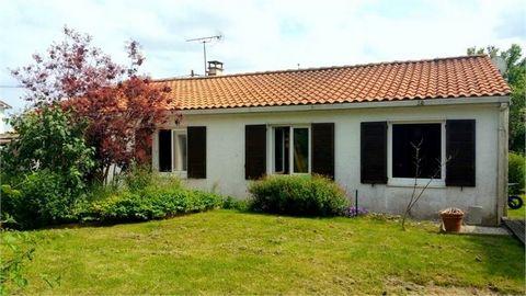 Axe La Rochelle/NIORT Pavillon plein Pied 113 m2 comprenantUne belle pièce de vie de 53 m2 avec cuisine ouverte et équipée,une salle de bain personnalisée avec double douche, offrant un confort pour une grande famille, 4 chambres ,wc, buanderie et un...