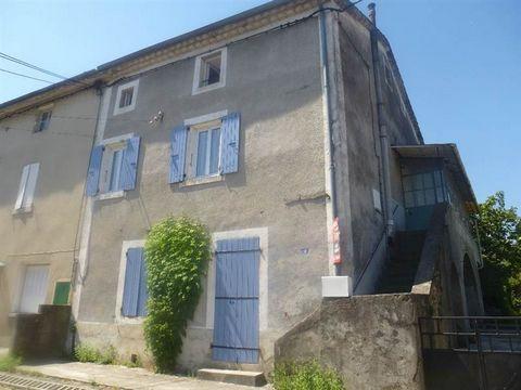 Réf 1469/1360 Maison de village Lalevade d'Ardèche. Très belle rénovation de cette maison de village de 115 m², 3 grandes chambres, avec terrain sur l'arrière de 345 m². . Possibilité de création d'un studio indépendant au rez de chaussée ou d'un gar...