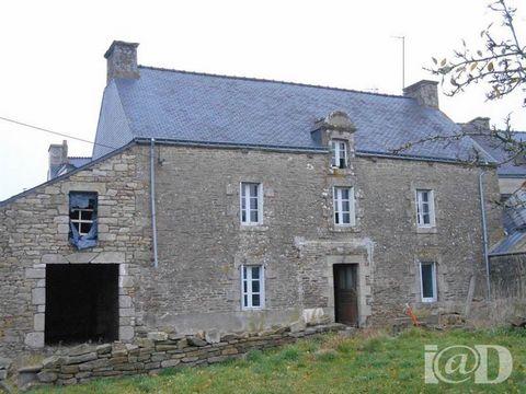 I@D France - Laurence THION ... vous propose : Amoureux des grands espaces, cette TRES BELLE maison en pierre à rénover est pour vous.... Elle offre au rez-de-chaussée une grande pièce à vivre de 72 m² environ, une plus petite de 30 m² environ et une...