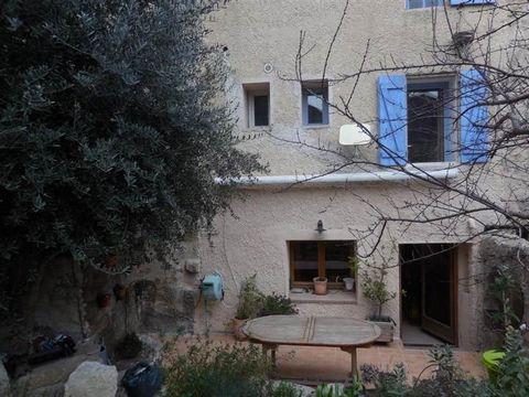 Fiche NId-AVL82576 Coeur village typique - maison en R 2 rénovée avec goût. D'une superficie de 76M2 habitables avec 65M2 de jardinet - elle comprend une cuisine/salle à manger - un séjour - deux chambres - un WC - une salle d'eau avec WC. DU CHARME ...