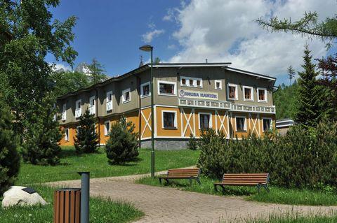 El complejo de apartamentos Kamzík se encuentra en una hermosa zona montañosa de Horný Smokovec, en el corazón del Parque Nacional del Alto Tatras. El impresionante High Tatras es una de las montañas más bellas y más altas de Eslovaquia y forma parte...