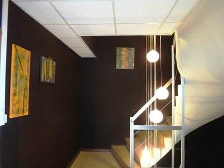 MEYTHET - 11 rue de la Barrade, bâtiment dénàmmé TOUR, local n7, un bureau au 2èm étage de 71 m² avec une place de parking chauffage gaz Loyer HT 639 € 37,98 € taxe foncière, espaces verts, assurance dépôt de garantie 1 278 € frais agence 920.16 € TT...