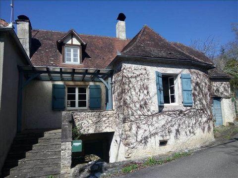 Maison en pierres située dans un village située entre Bretenoux, Beaulieu sur Dordogne et Vayrac. A proximité de tous commerces. Cette maison vous offre terrasse, garage à motos, cave, jardin, grand séjour cheminée, cuisine équipée. Toilettes à chaqu...