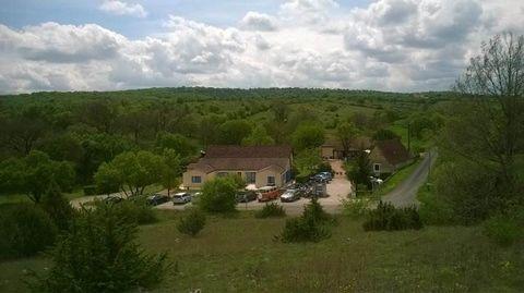 46330 BLARS. Sur le Parc Régional du Quercy, entre Cahors et Figeac et à 15km de l'autoroute, Serge ISSAULAN vous présente cet ensemble immobilier composé d' une maison d'habitation, d'un local commercial, d'un bâtiment désigné petite hostellerie, d'...