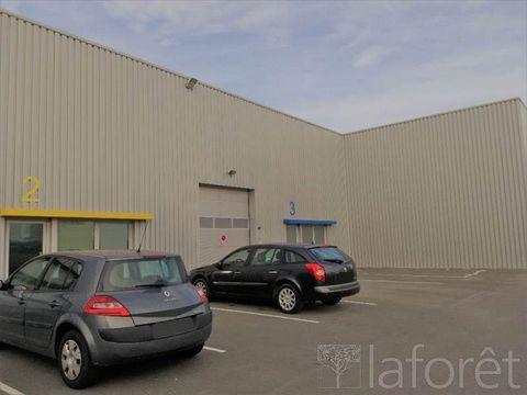 Entrepôt ou local commercial neuf situé zone de la landette à LA ROCHE SUR YON comprenant un plateau de 200 m² et une mezzanine de 130 m². REF : 1463 - LOYER : 1950 EUROS HT - DÉPÔT DE GARANTIE : 3900 EUROS - HONORAIRES : 4680 EUROS TTC
