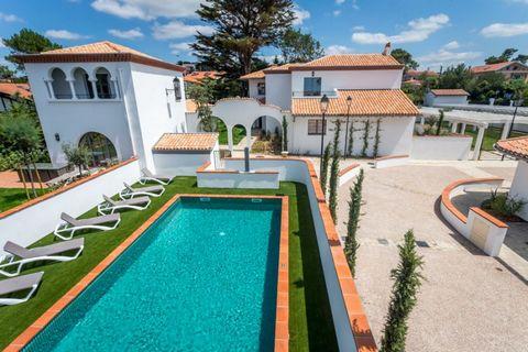 Au sud de la commune de Biarritz, le Domaine MILADY se situe dans un cadre idyllique à 350m de la Plage de la Milady et 1 Km du Centre International d'entraînement du Golf d'Ilbarritz, avec pour toile de fond la chaîne des Pyrénées. Villa 5 pièces 8 ...