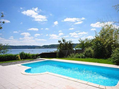 L'HOPITAL CAMFROUT : VUE MER. Venez vous baigner en regardant la mer dans votre piscine chauffée !!! Cette propriété vous offre une maison en pierres avec vie de plain pieds, à l'étage trois chambres, dont une de 23 m², une dépendance pouvant servir ...